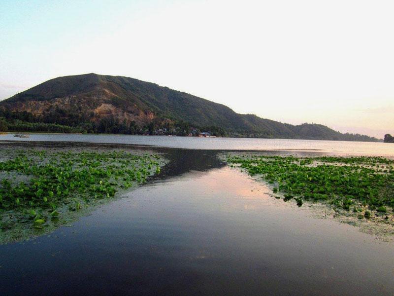 Manasbal-Lake