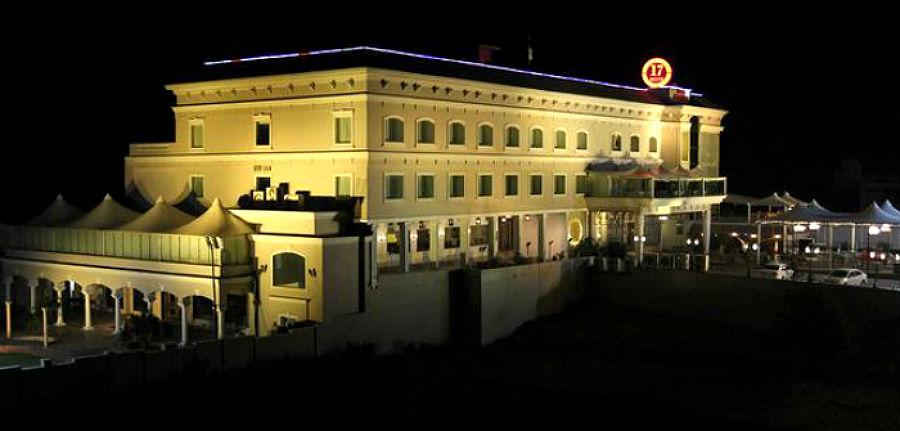 Hotel 17 Miles