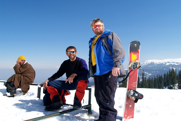 skiing-activity-in-snow