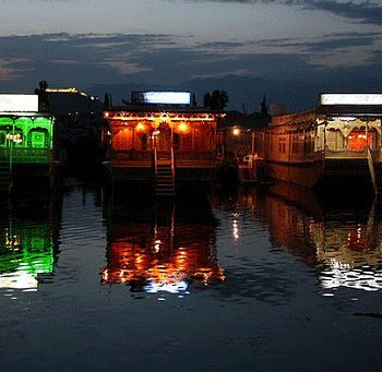 Kashmir Houseboat Tour Package